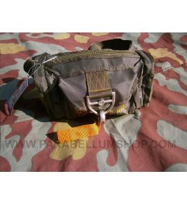 Military parachutist pouch
